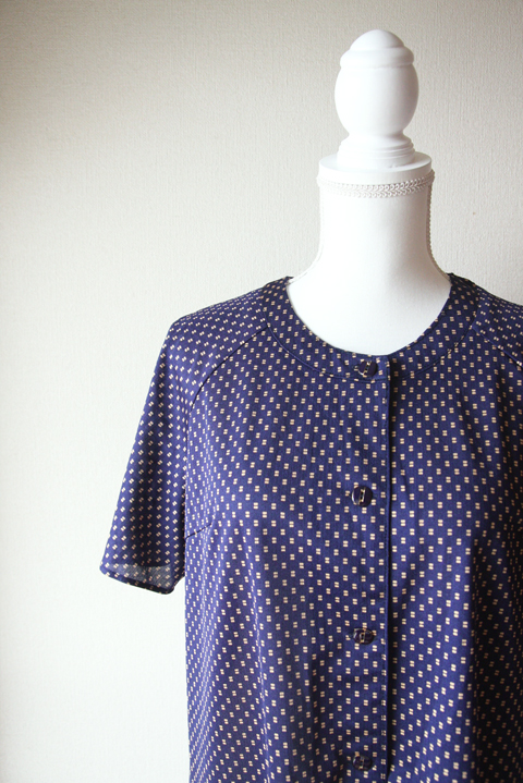 Deep night blue summer dress with small golden square pattern 5
