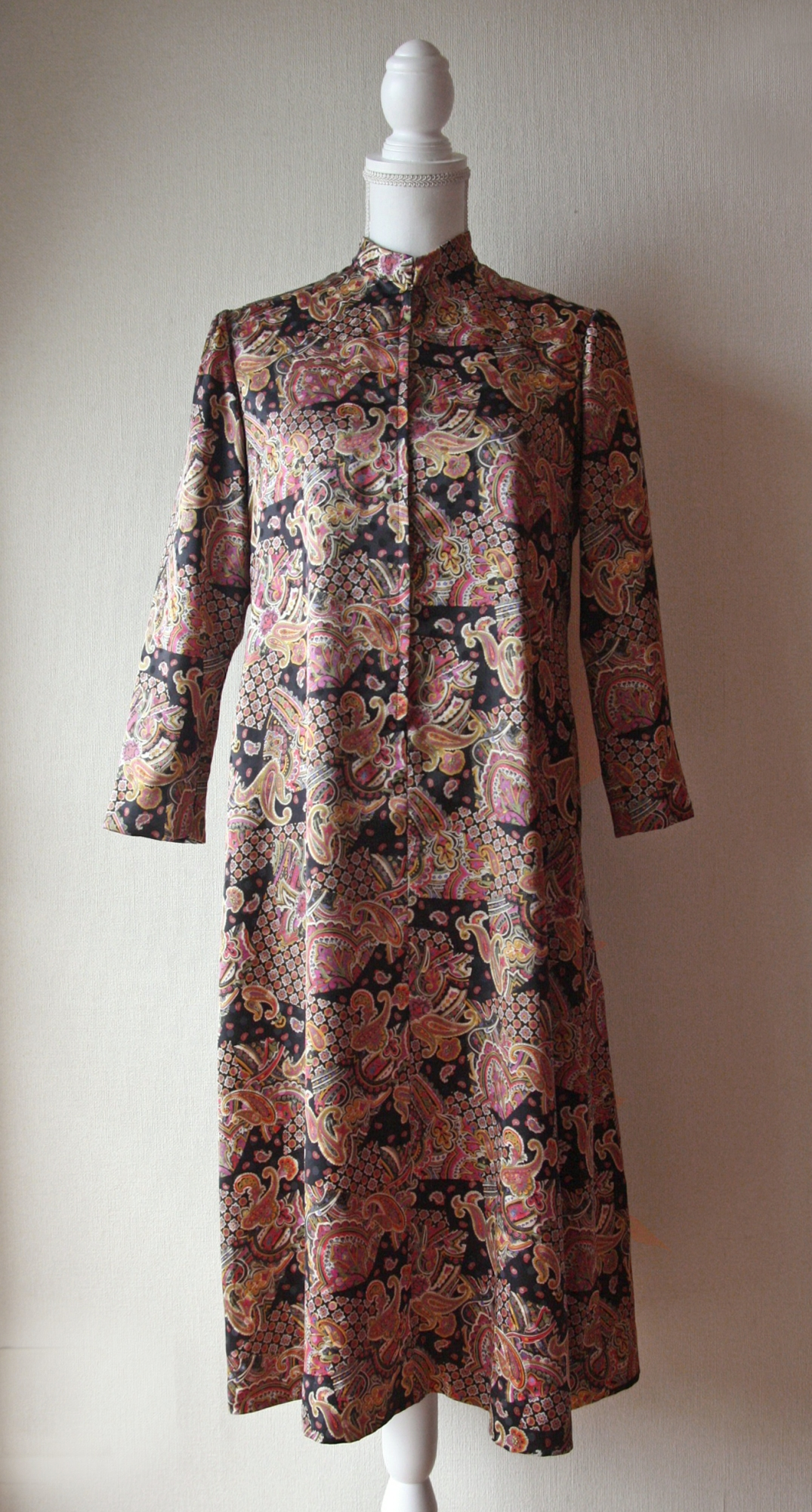 Silky Mao collar novelty print dress