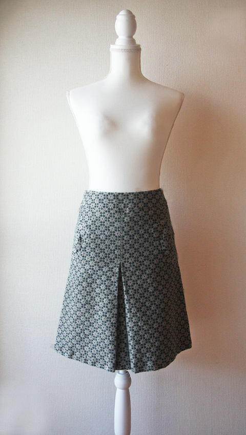 Téchichi green and white split pleat skirt