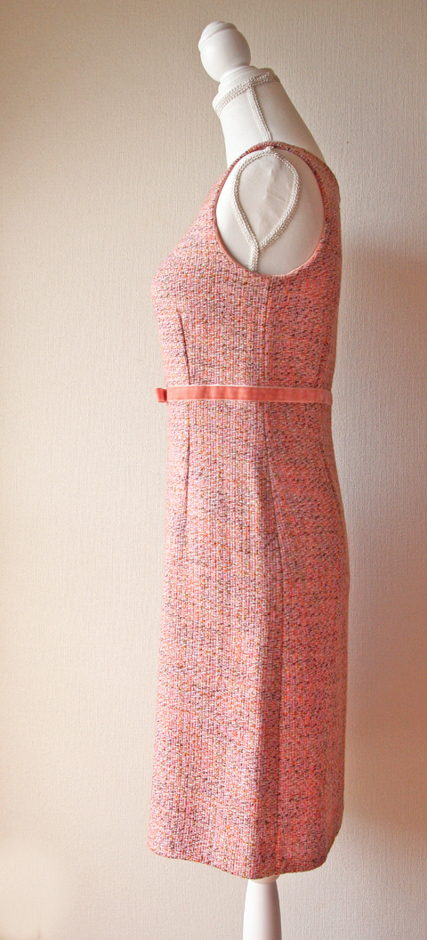 Sleeveless pink tweed midi dress with velver ribbon