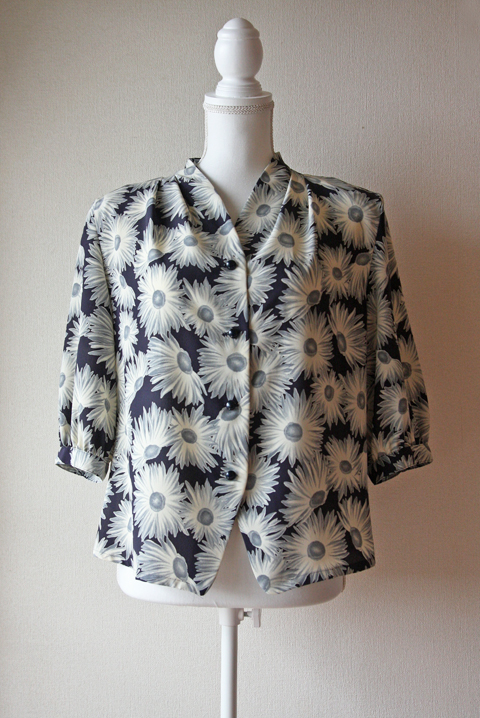 Le Tians navy, grey and white daisy blouse