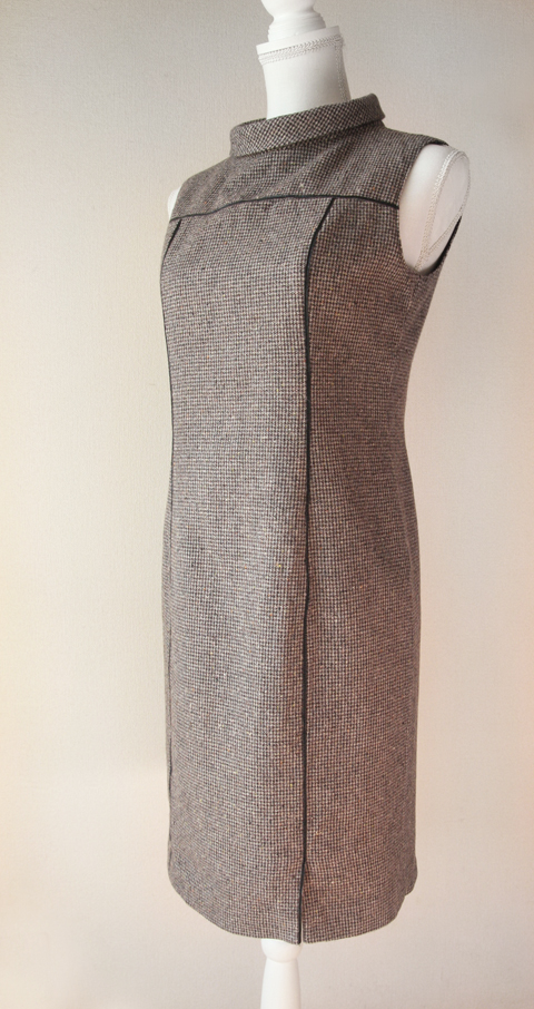 Kumikyoku sleeveless wool pencil dress with roll collar
