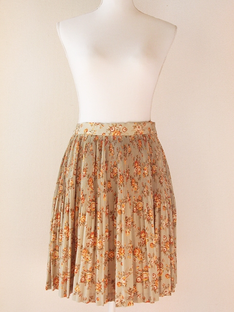Pastel pistachio green, rusty red and beige floral pleated skirt